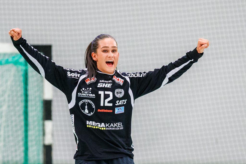 190513 Skurus målvakt Evelina Eriksson jublar  under final 1 i SHE mellan Skuru och Sävehof den 13 maj 2019 i Stockholm. Foto: Andreas L Eriksson / Bildbyrån / kod AE / Cop 106