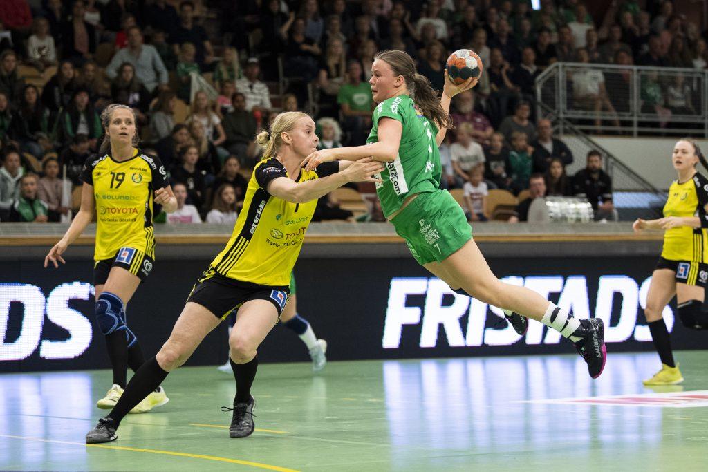 190519 Sävehofs Elin Karlsson och Skurus Elin Hansson under final 3 i SHE mellan Skuru och Sävehof den 19 maj 2019 i Stockholm. Foto: Jesper Zerman / BILDBYRÅN / Cop 234